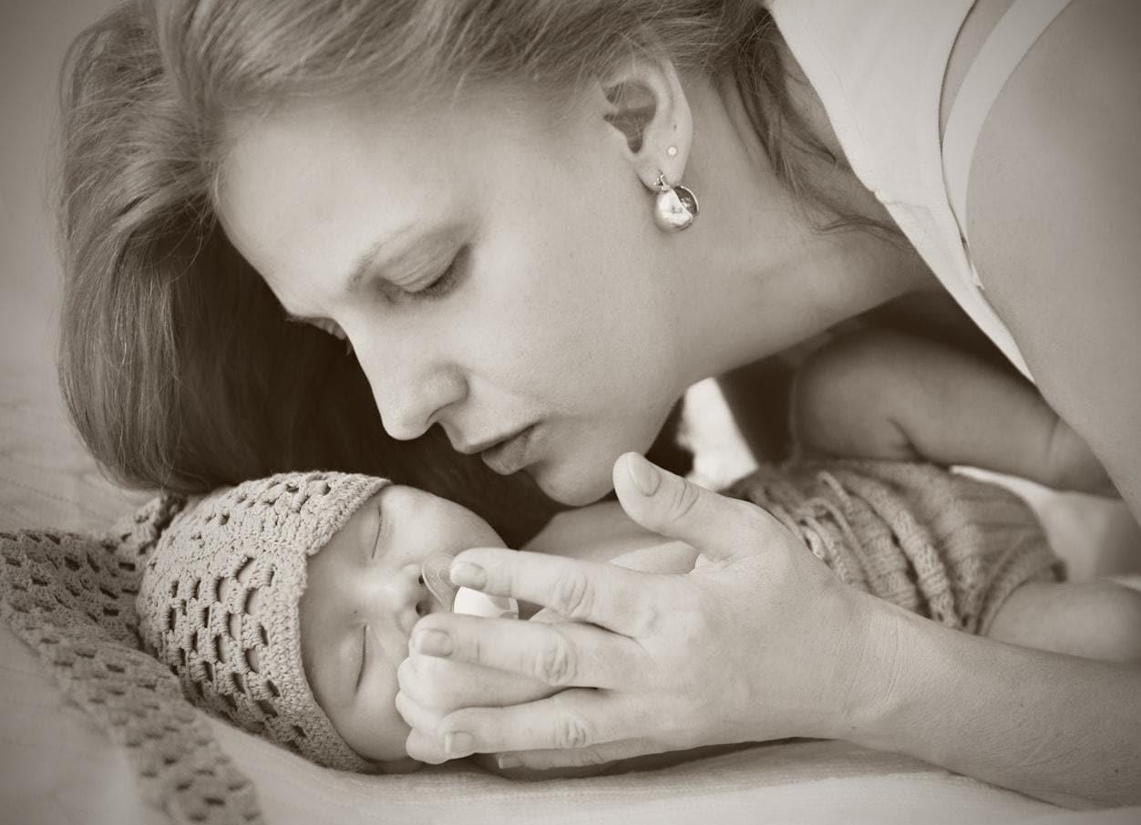 foto newborn con mamma